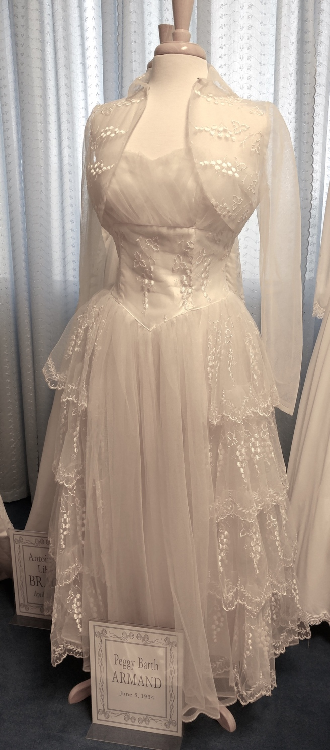 Vintage wedding dresses thrift shop fashionista for Wedding dress thrift shop